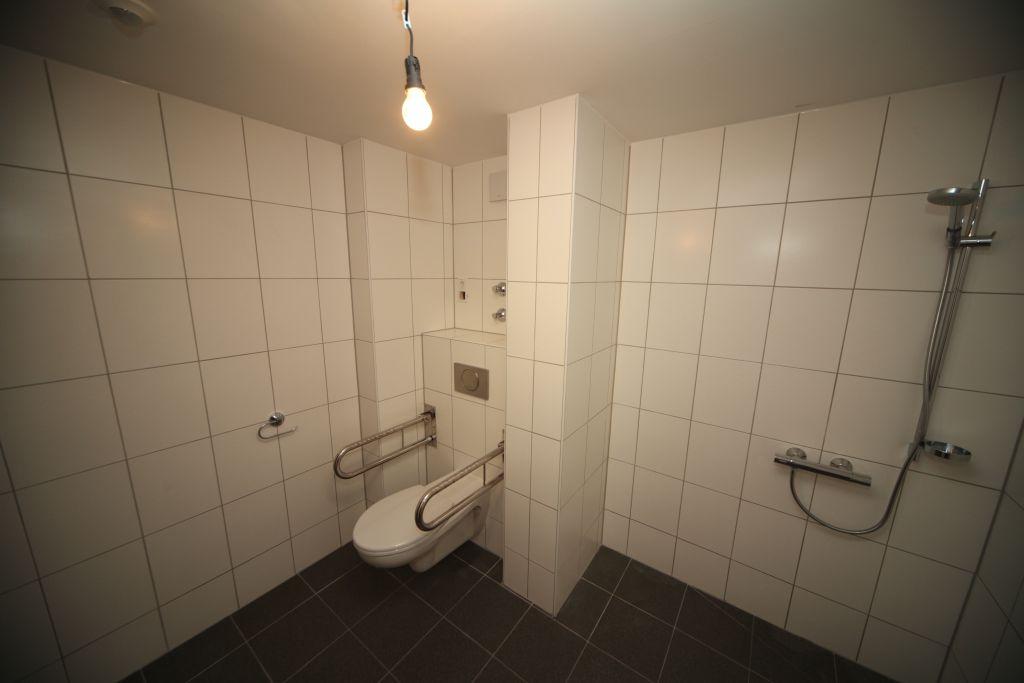 1 altenheim bad4 bild 4 sanieren in k ln bossmann gmbh. Black Bedroom Furniture Sets. Home Design Ideas