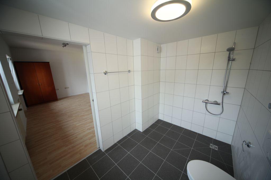 1 altenheim bad6 bild 5 sanieren in k ln bossmann. Black Bedroom Furniture Sets. Home Design Ideas